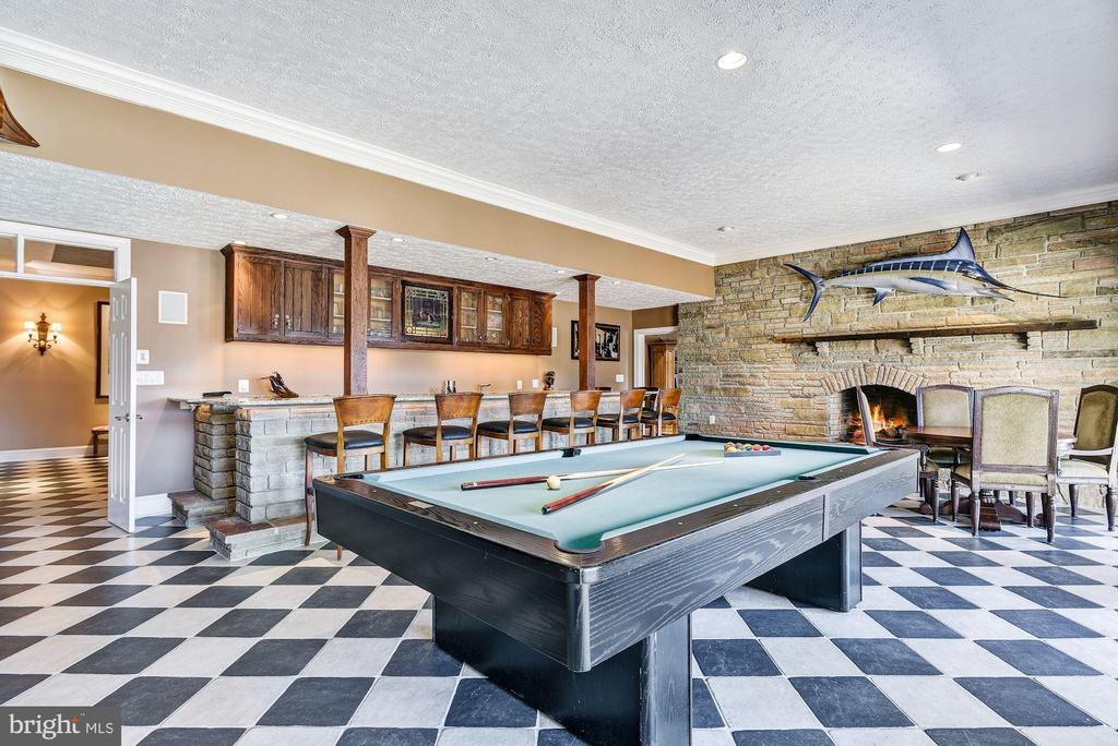 Waterside Billiards Area and Wet Bar - 1128 ASQUITH DR, ARNOLD