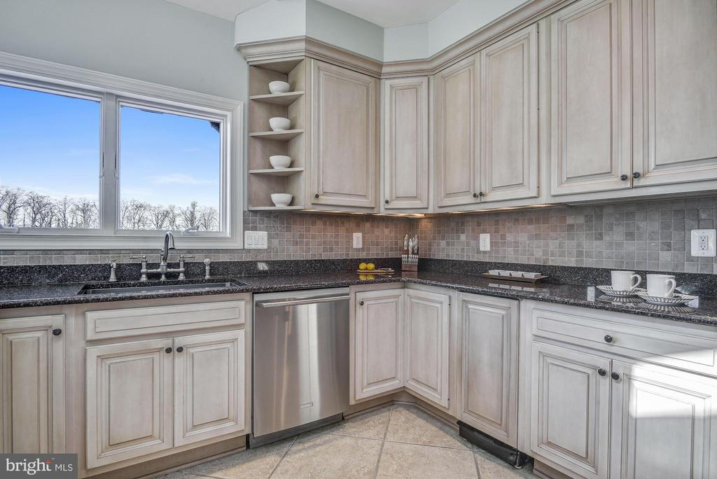 Granite Counter Tops and 42 Inch Cabinetry - 1128 ASQUITH DR, ARNOLD