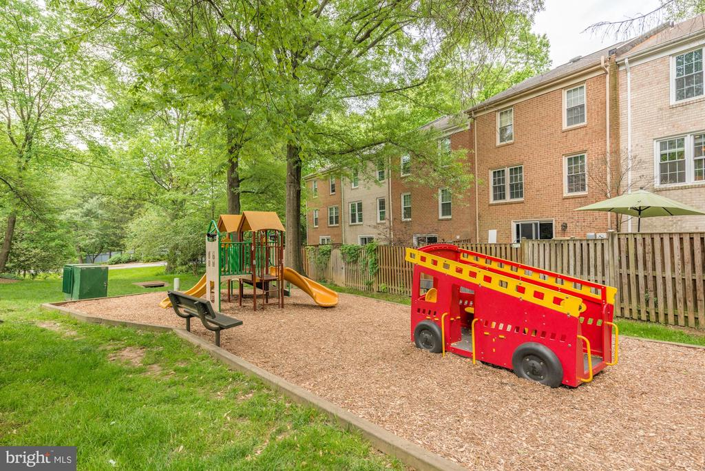 Tot Lot - 2354 HORSEFERRY CT, RESTON