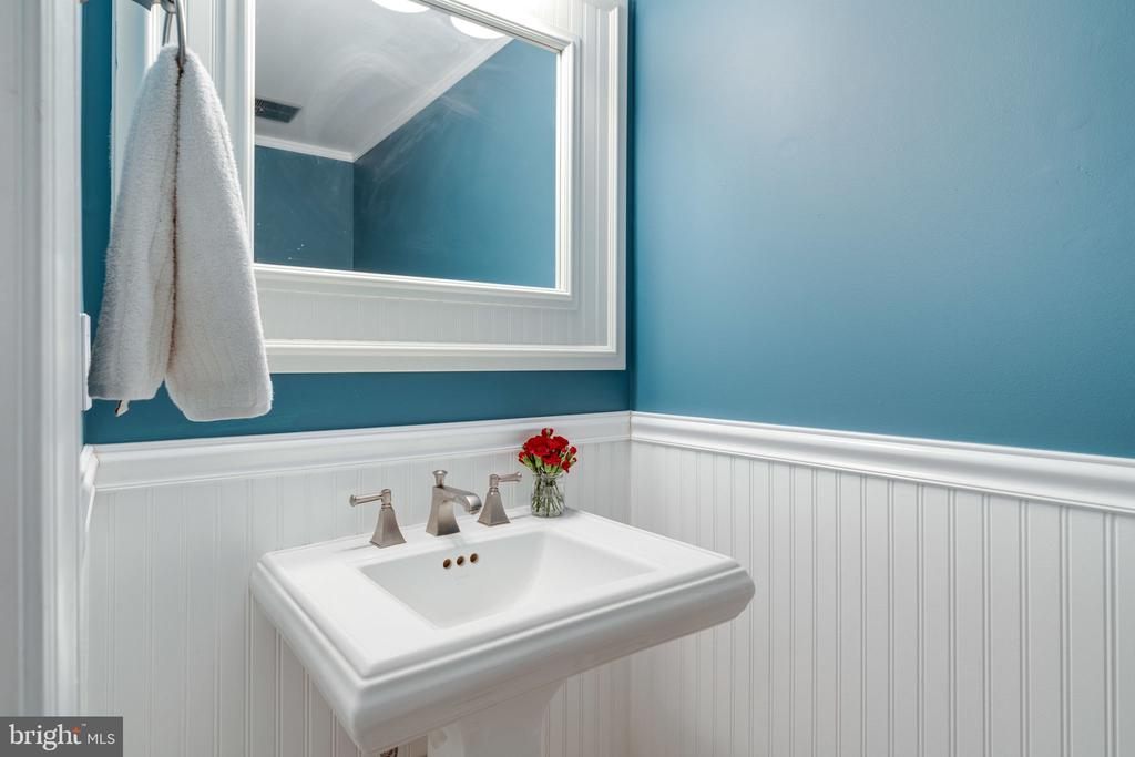 Main level powder room - 6253 RATHLIN DR, SPRINGFIELD