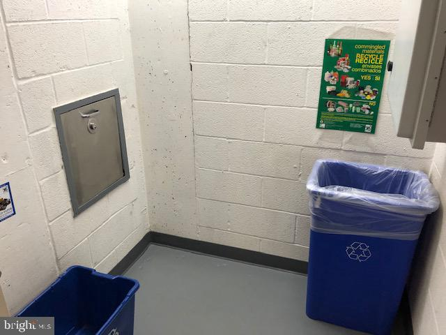 Trash Chute and Recycle Room - 22 COURTHOUSE SQ #403, ROCKVILLE