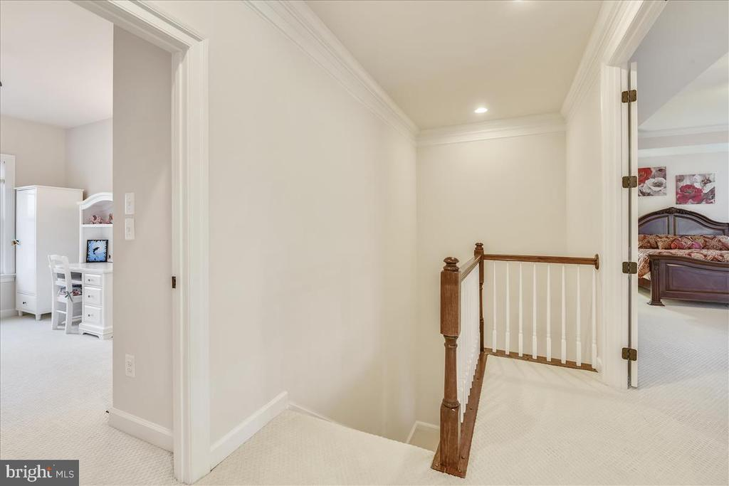 Rear hall and staircase - 44306 KENTMERE CT, ASHBURN
