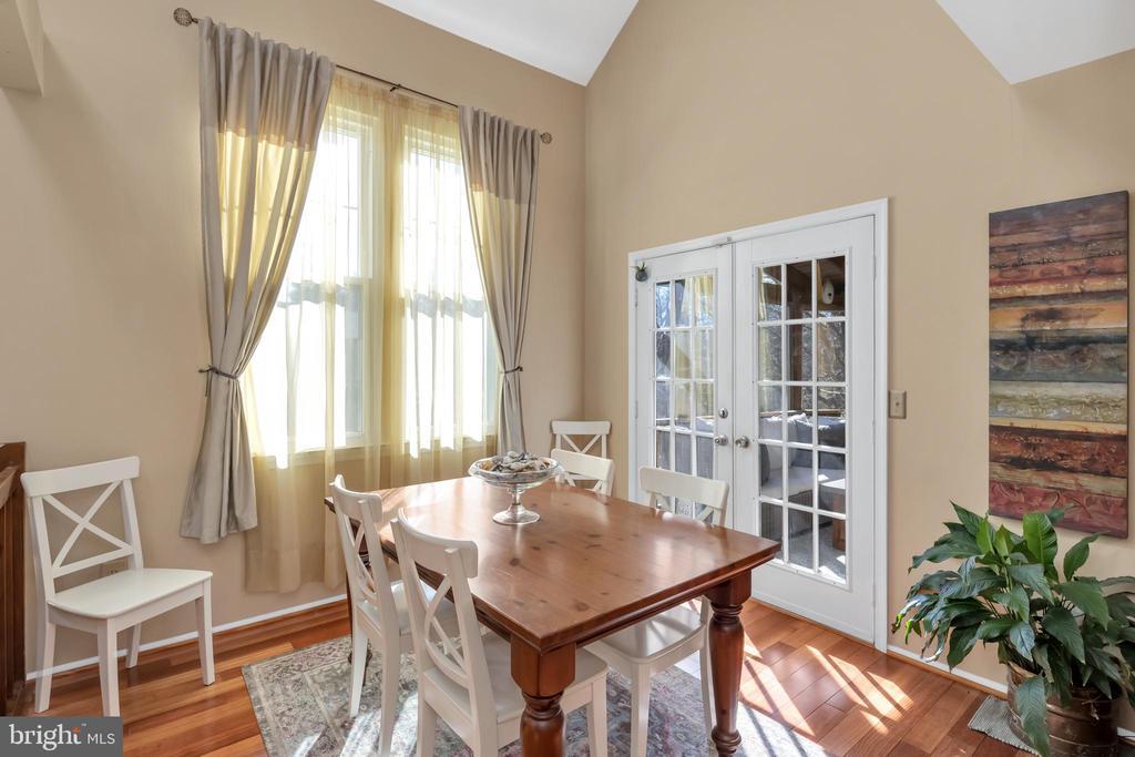 Dining room features hardwood floors - 9 BROOKMEADE CT, STERLING