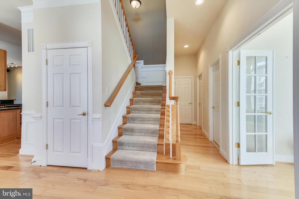 Two Story Foyer - 47640 PAULSEN SQ, STERLING