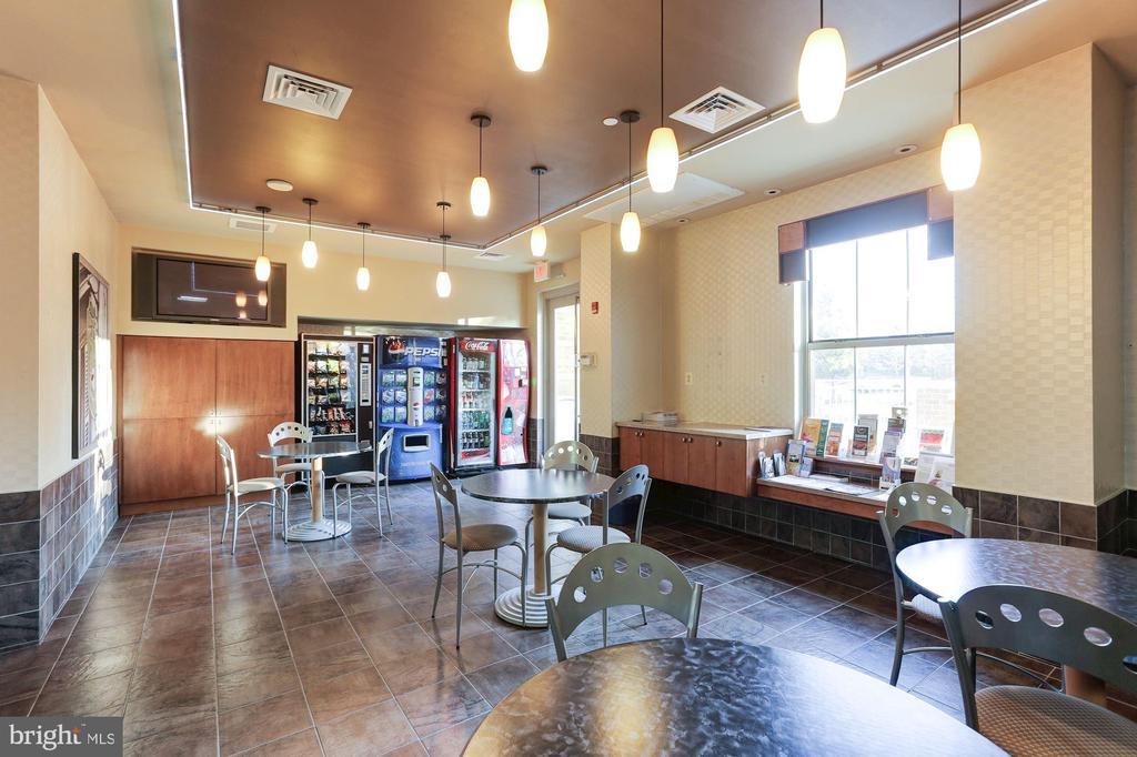 Lounge - 11800 SUNSET HILLS RD #1108, RESTON