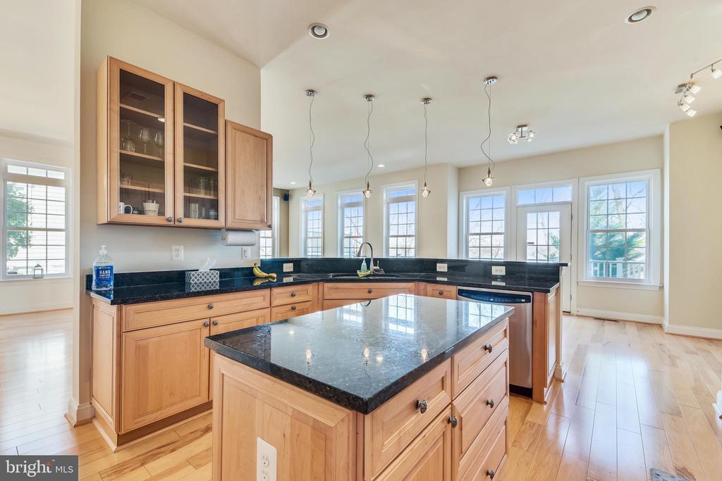 Kitchen With Center Island - 47640 PAULSEN SQ, STERLING