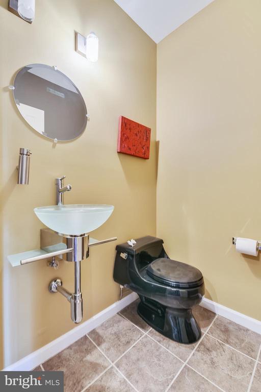 Lower Level Powder Room - 47640 PAULSEN SQ, STERLING