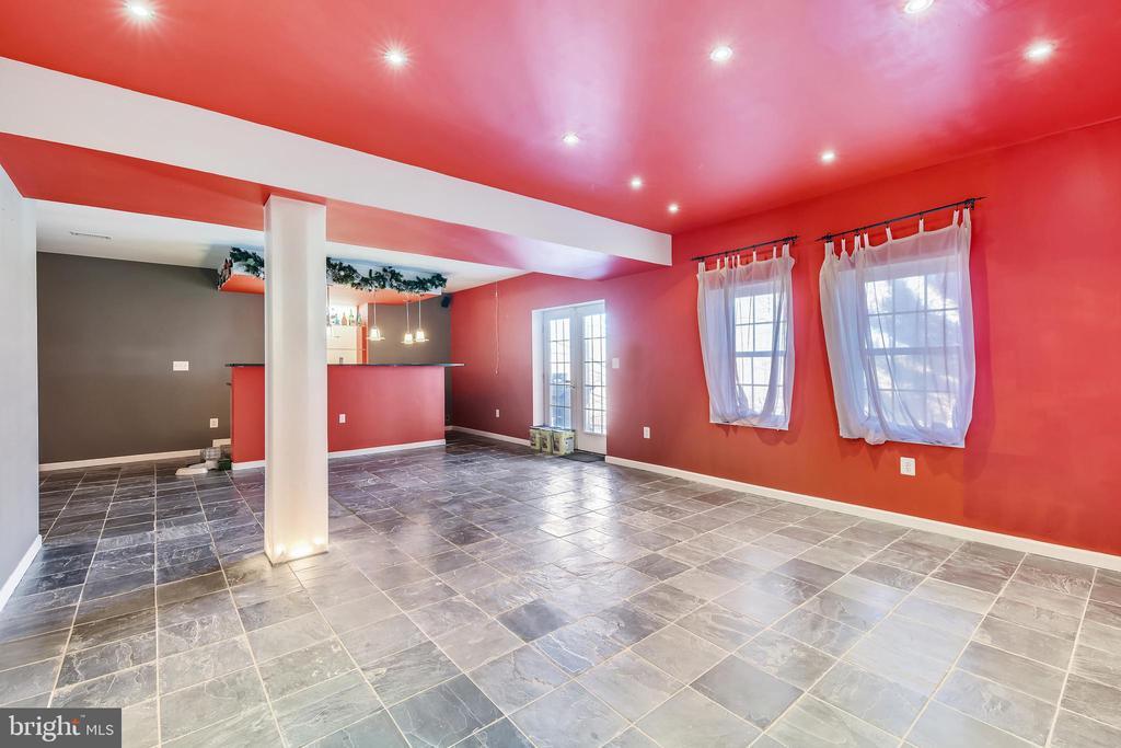 Recreation Room With Slate Tile Flooring - 47640 PAULSEN SQ, STERLING