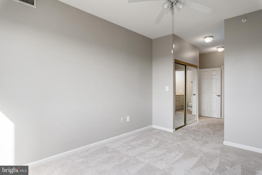 Master Bedroom / Owners Suite. Plenty of closets - 19375 CYPRESS RIDGE TER #602, LEESBURG
