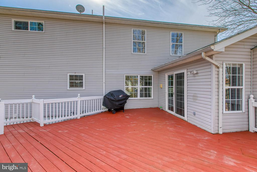 Back deck off family room. - 35 LONDON WAY, STAFFORD