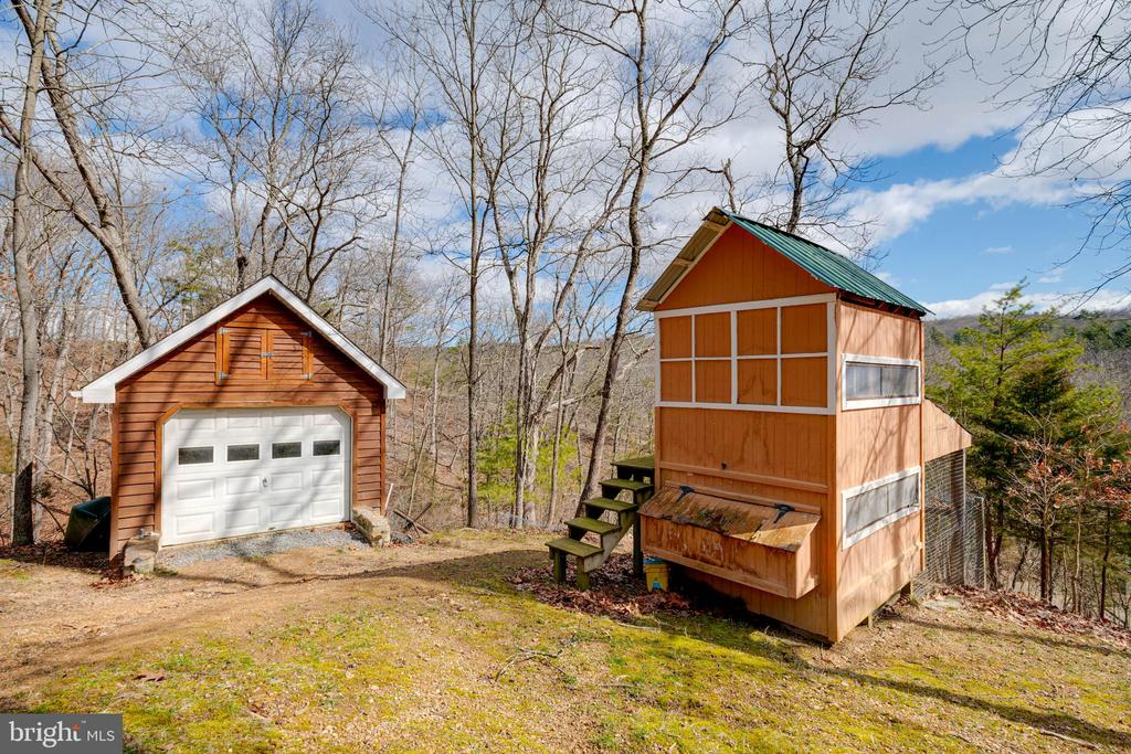 One Car Shed & Chicken Coop - 350 ANGELS WAY, WINCHESTER