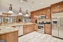 Gourmet Kitchen - 896 ALVERMAR RIDGE DR, MCLEAN