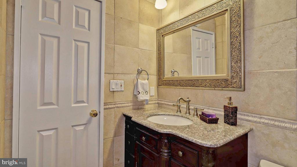 Full bath on top level... - 7504 GLENNON DR, BETHESDA