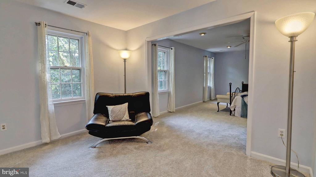 Master bedroom sitting area... - 7504 GLENNON DR, BETHESDA