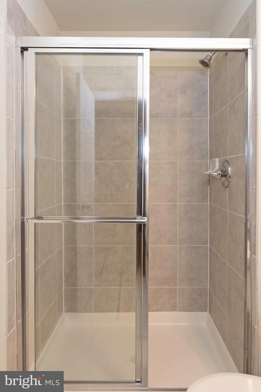 Bathroom 2 Upper Level - 6109 HUNT WEBER DR, CLINTON