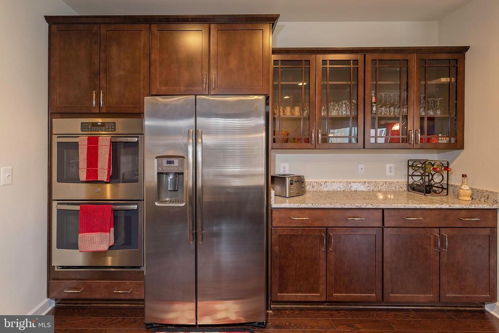 Dual Ovens Kitchen - 6109 HUNT WEBER DR, CLINTON