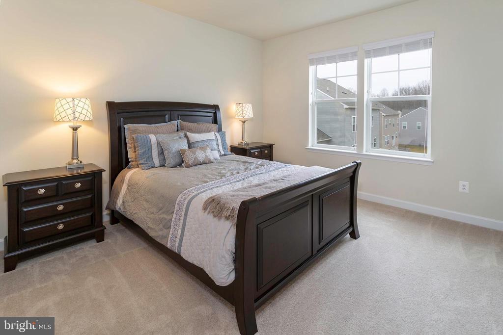 Bedroom 2 with Bathroom - 6109 HUNT WEBER DR, CLINTON