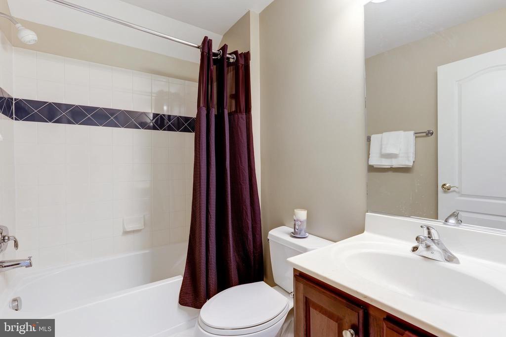 Full Bath - 18348 FAIRWAY OAKS SQ, LEESBURG