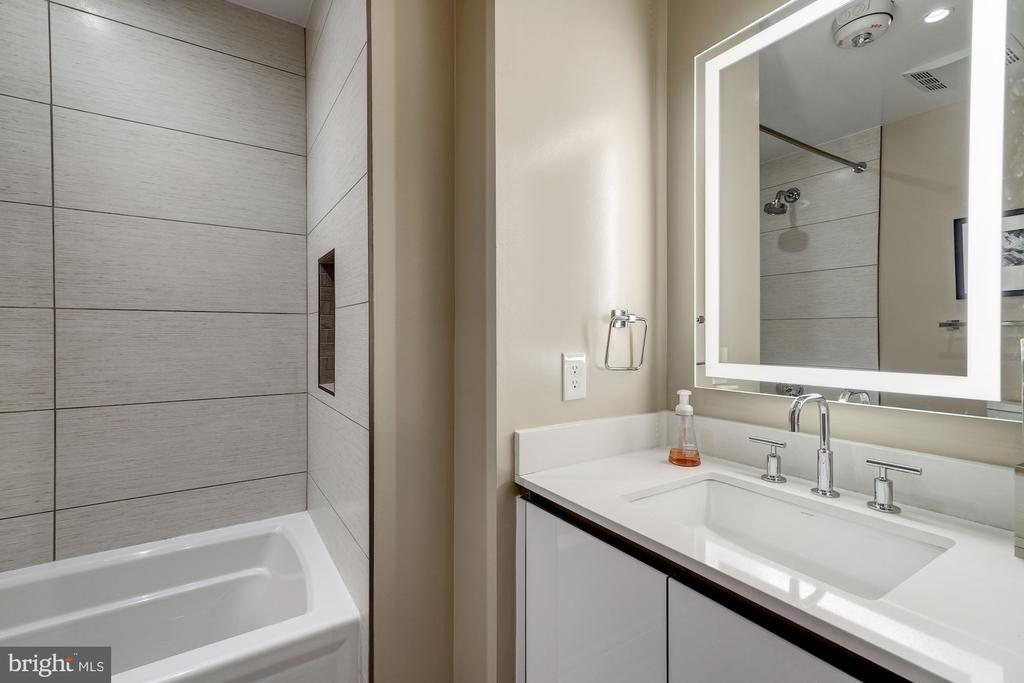 En suite guest bathroom - 1745 N ST NW #210, WASHINGTON