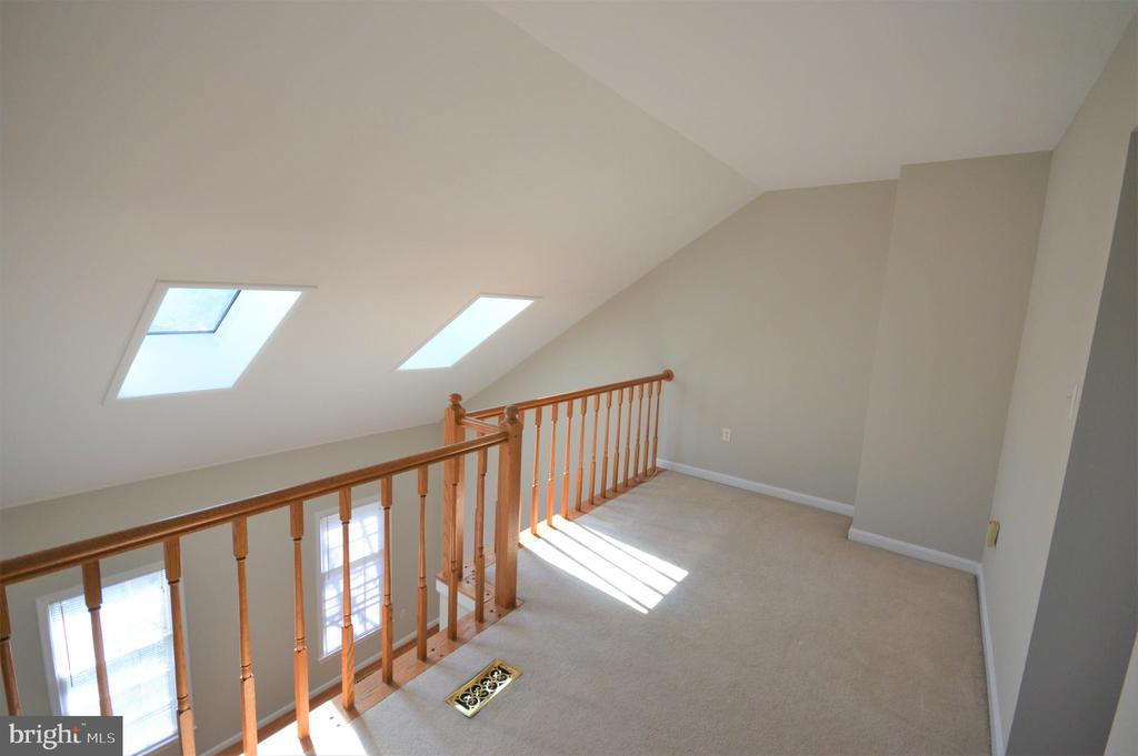 Skylights, cathedral ceilings. - 6490 BRICK HEARTH CT, ALEXANDRIA