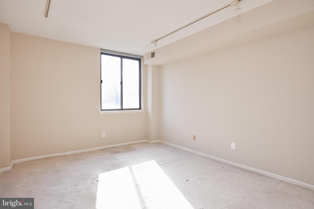 Second Bedroom - 4 MONROE ST #302, ROCKVILLE