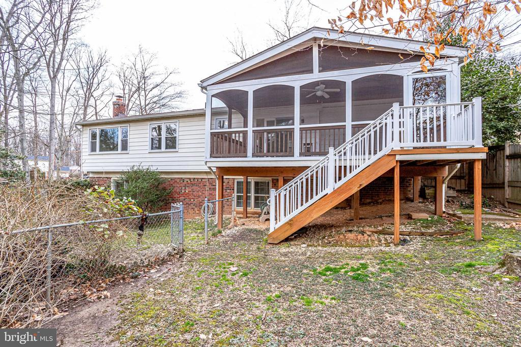 This porch...what will you do here? - 9211 ANTELOPE PL, SPRINGFIELD