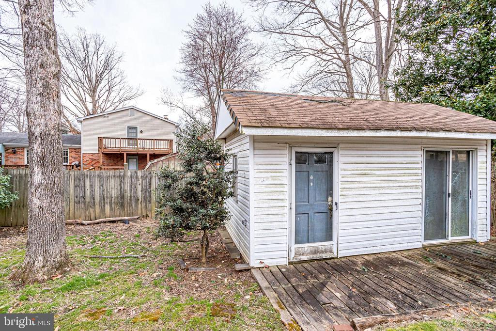 Imagine...a large electrified shed. - 9211 ANTELOPE PL, SPRINGFIELD