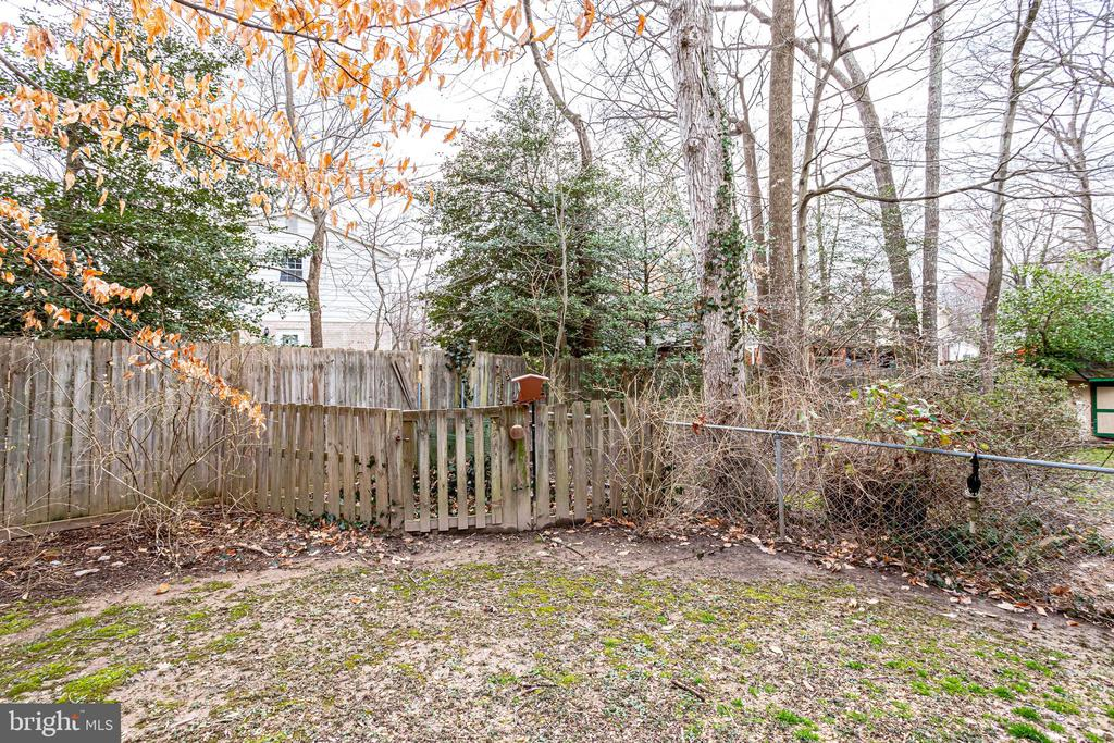 Fenced yard. - 9211 ANTELOPE PL, SPRINGFIELD