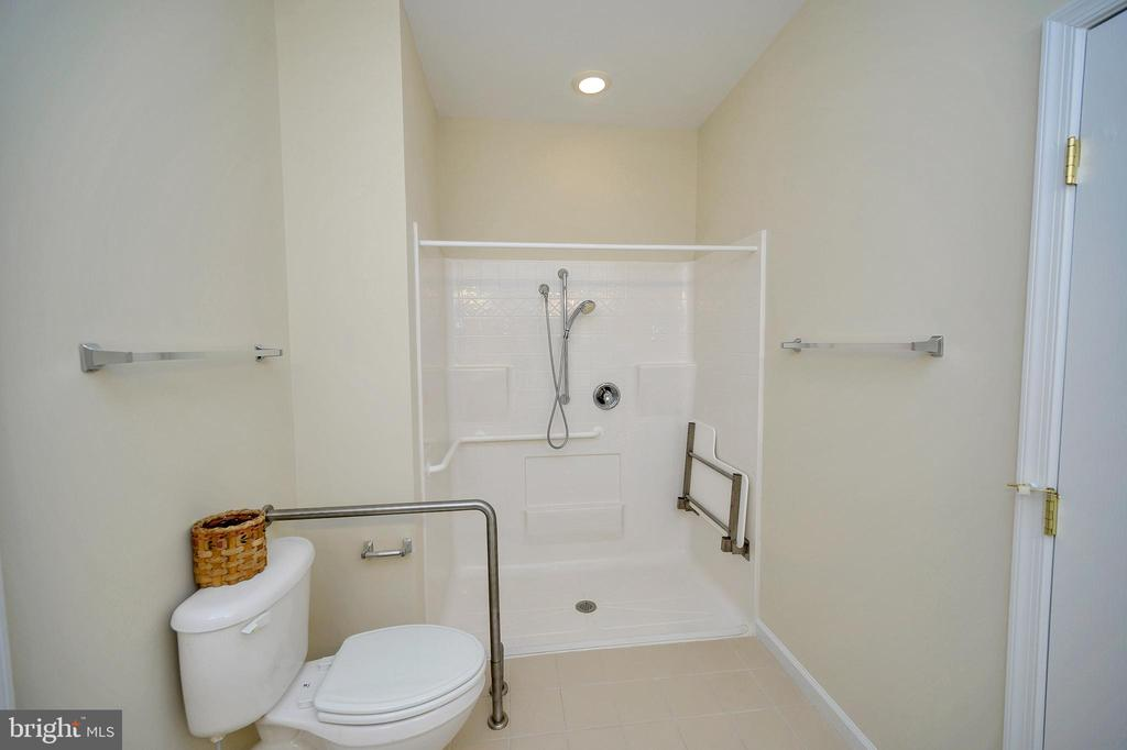 Master Bath, Walk-in Shower w/seat - 30 HIGHLANDER DR, FREDERICKSBURG