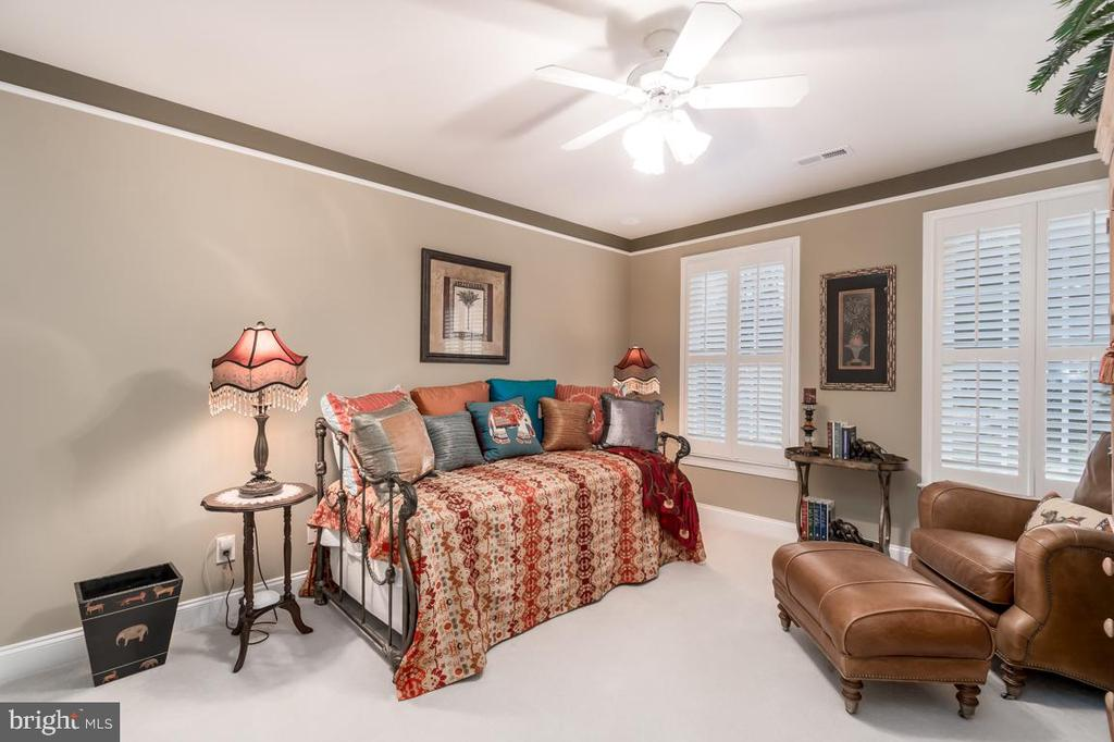 Lsrge  Bedroom shares Full Bath  with 3rd Bedroom - 11519 GENERAL WADSWORTH DR, SPOTSYLVANIA