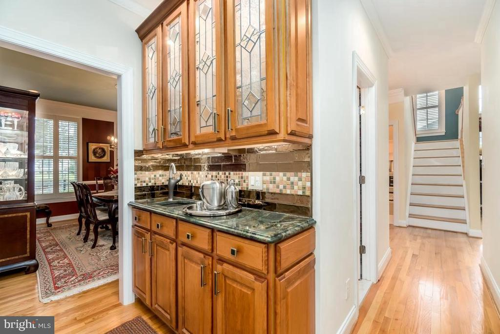 Wet Bar Butlers Pantry leading to Dining Room - 11519 GENERAL WADSWORTH DR, SPOTSYLVANIA