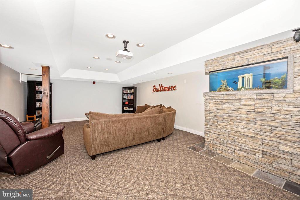 Lower level theater room with aquarium! - 2983 SUMMIT DR, IJAMSVILLE