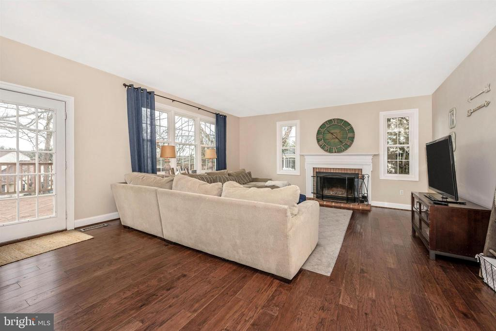 Family Room with wood-burning fireplace - 2983 SUMMIT DR, IJAMSVILLE