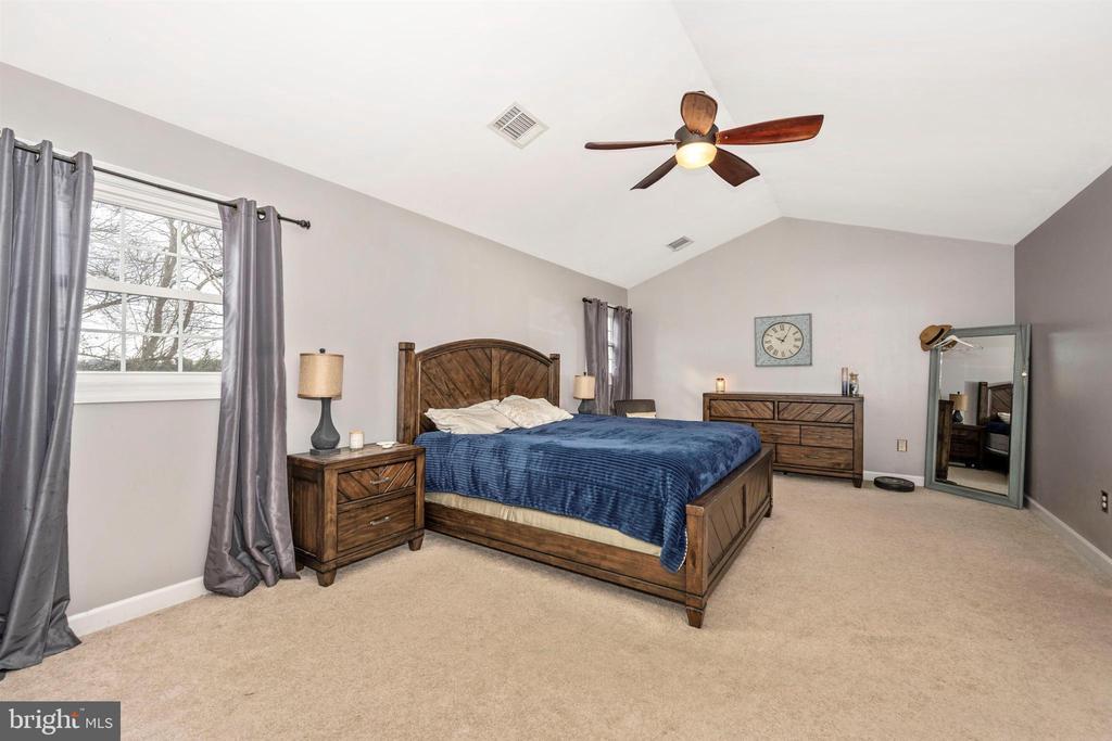Owner's suite - 2983 SUMMIT DR, IJAMSVILLE