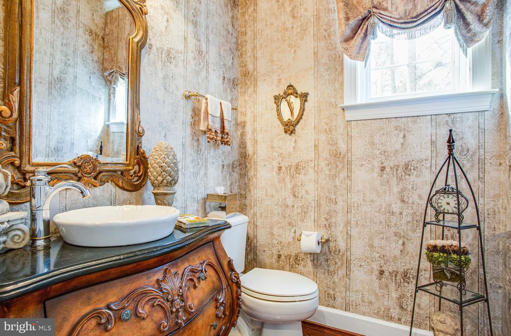 Half bathroom - 11400 STONEWALL JACKSON DR, SPOTSYLVANIA