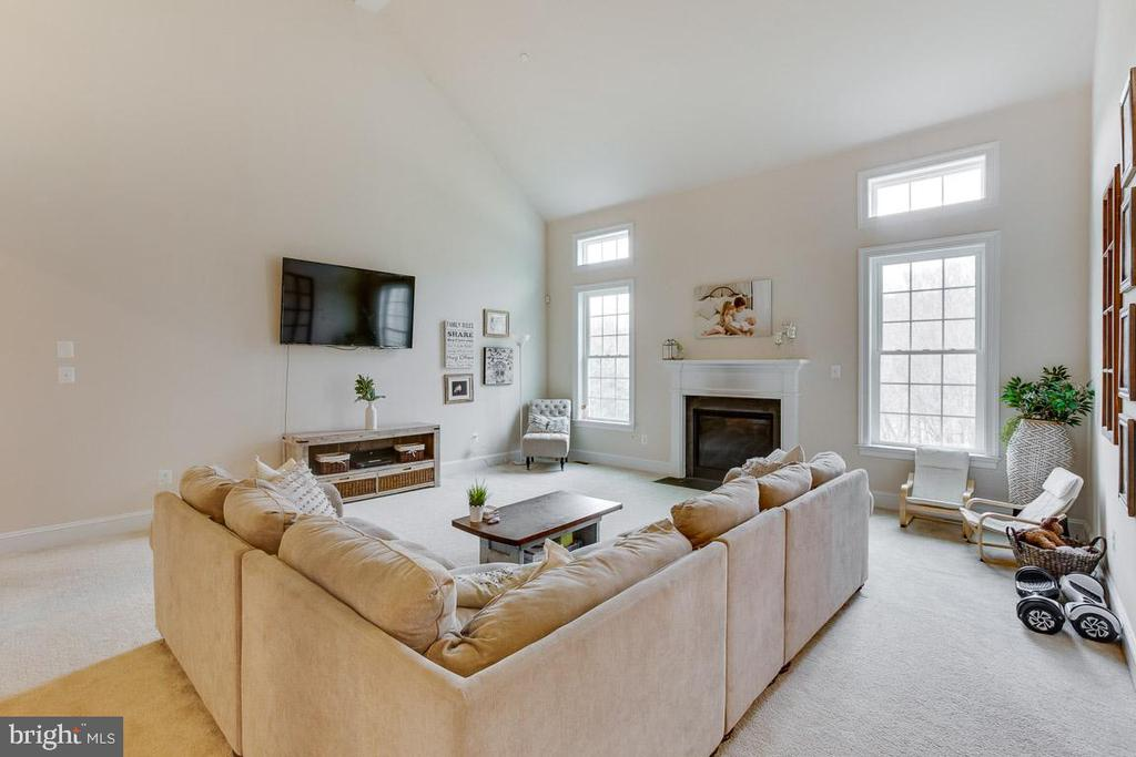 4 foot extension makes this great room huge - 2955 BRUBECK TER, IJAMSVILLE
