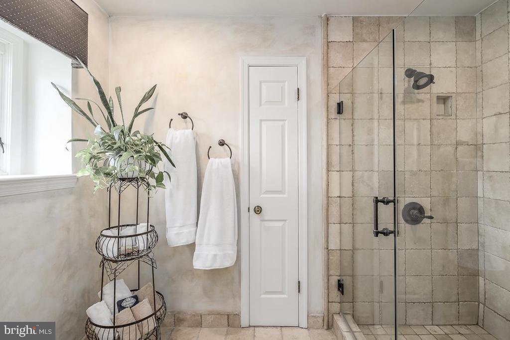 Owners' Suite Bathroom - 14621 SPRINGFIELD RD, DARNESTOWN