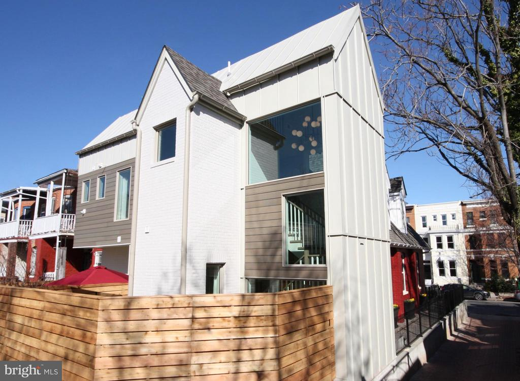 A contemporary addition to a historic structure - 1015 D ST NE #2, WASHINGTON