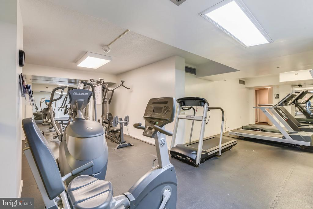 So Handy For Quick Exercising - 1808 OLD MEADOW RD #1011, MCLEAN