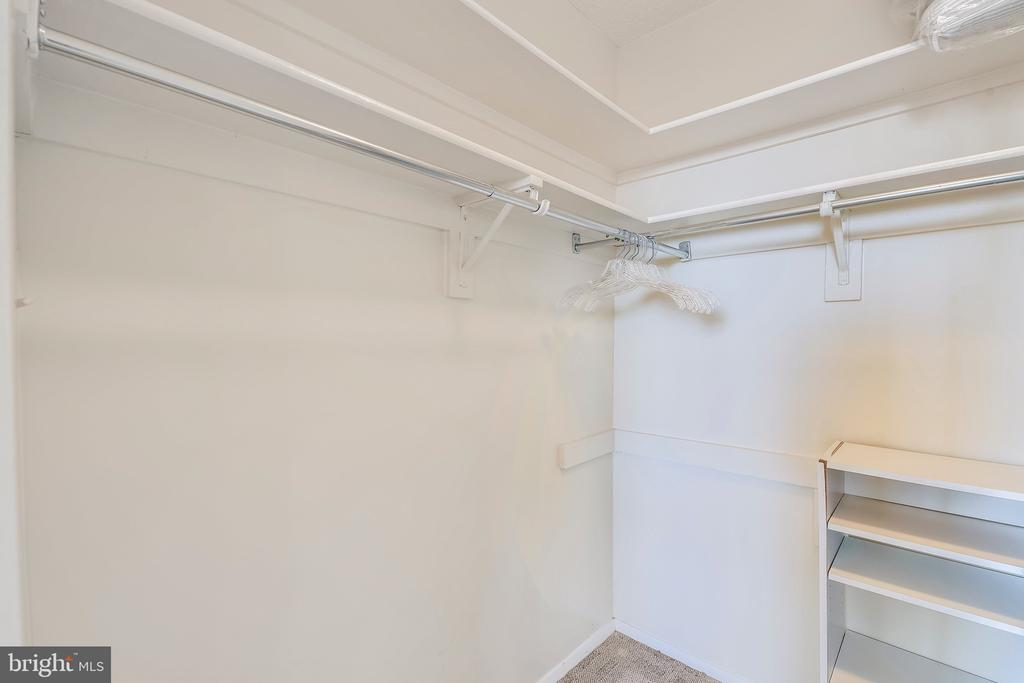 Large Bedroom Closet - 1808 OLD MEADOW RD #1011, MCLEAN