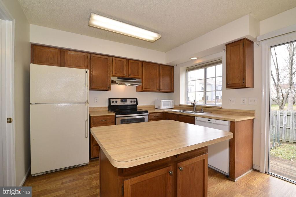 great island in kitchen - 14776 BASINGSTOKE LOOP, CENTREVILLE