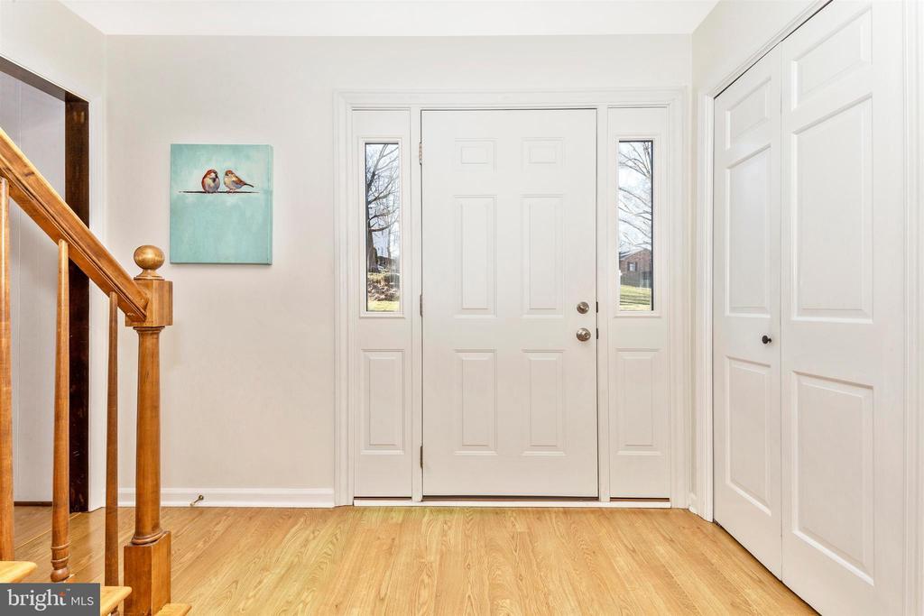 Hardwood Entryway - 5800 MEADOW DR, FREDERICK