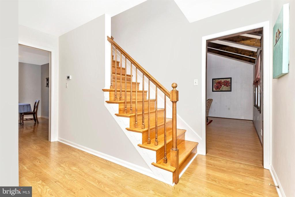 Hardwood stairs - 5800 MEADOW DR, FREDERICK