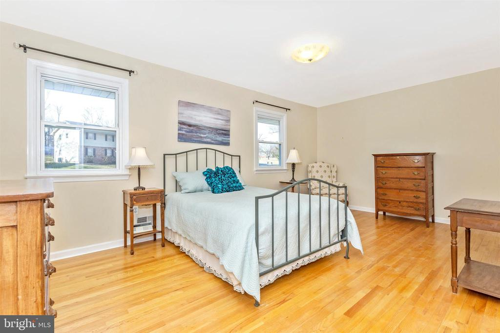 Master Bedroom - 5800 MEADOW DR, FREDERICK