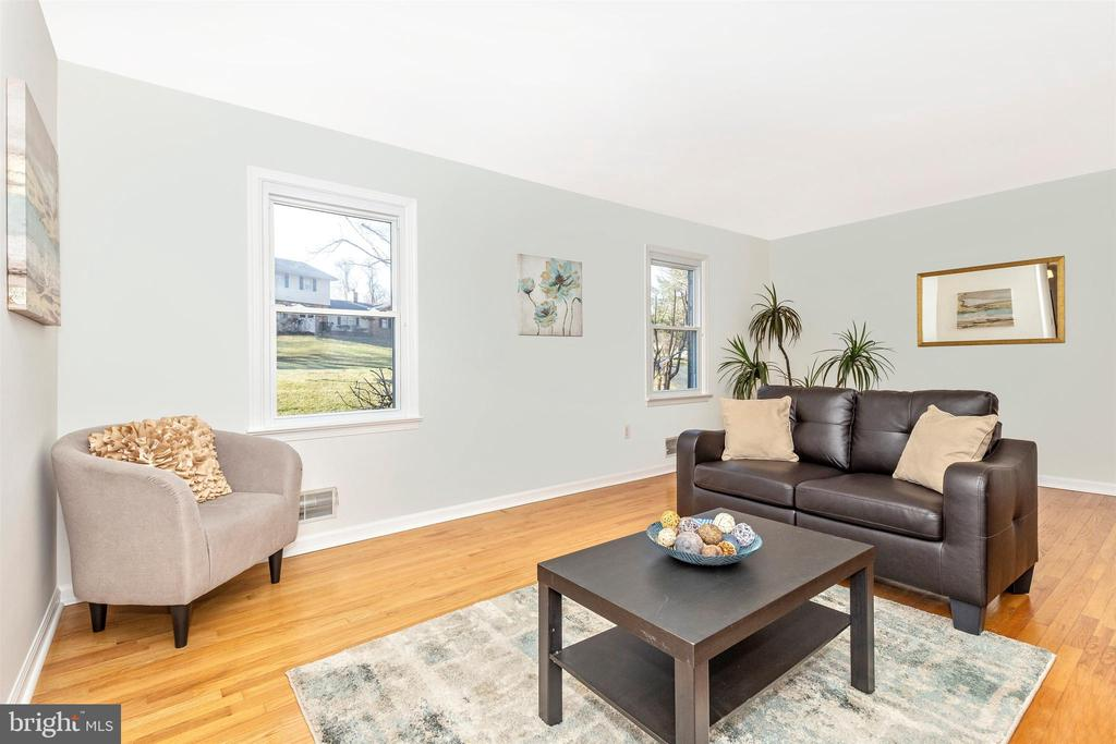 Living Room - 5800 MEADOW DR, FREDERICK