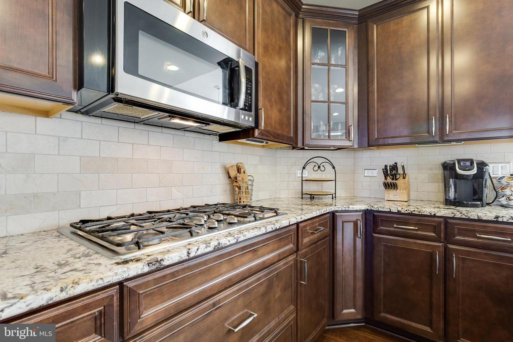 Kitchen 5 Burner Gas Cooktop - 18751 PIER TRAIL DR, TRIANGLE