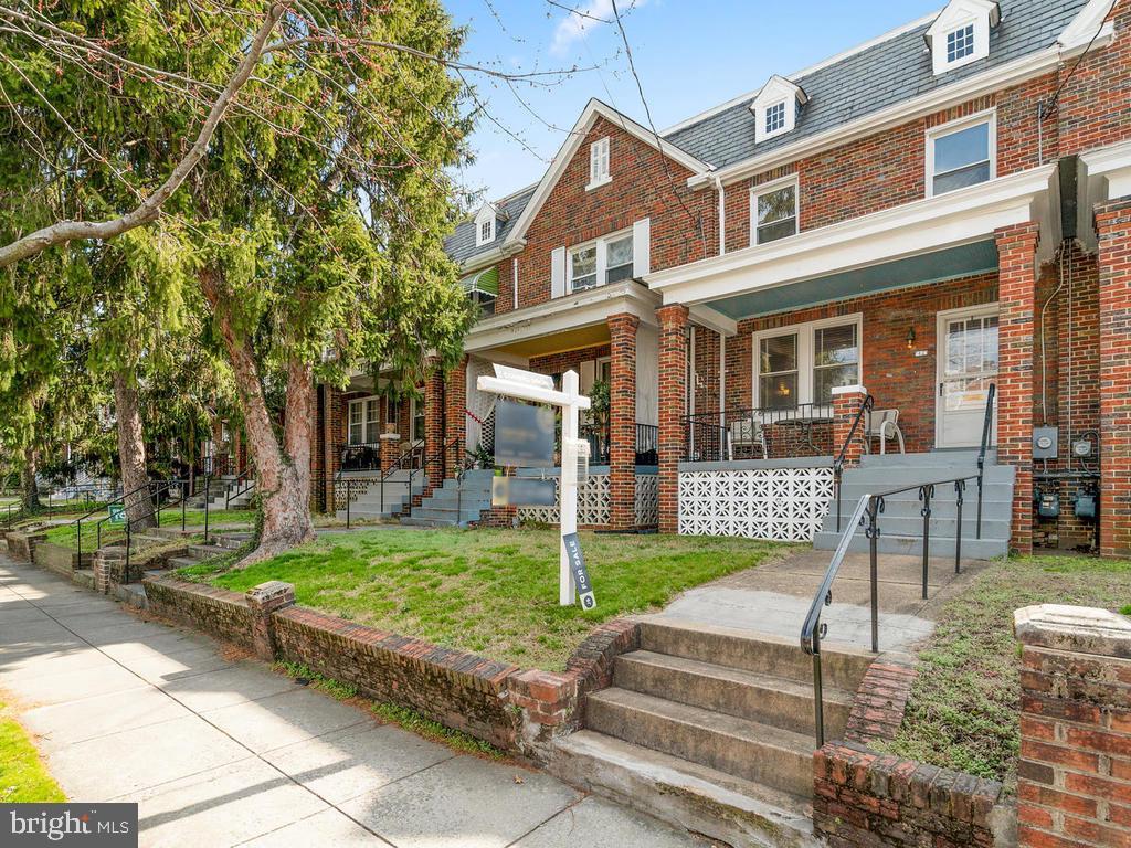 Nice front yard - 438 INGRAHAM ST NW, WASHINGTON