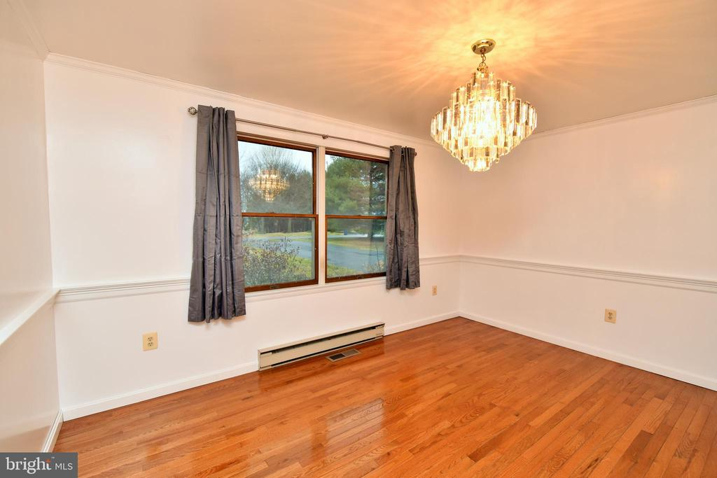 Formal Dining Room, Chair Railing ,Crown Molding - 424 PEMBROKE WAY, CHARLES TOWN