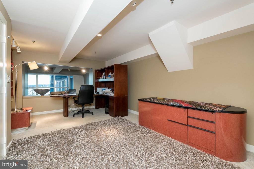 Bedroom 2 on upper level. Offering walk-in closet. - 2901 BOSTON ST #214, BALTIMORE