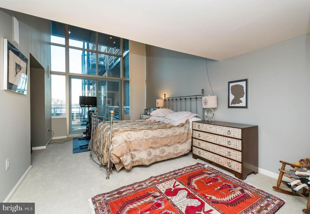 Main floor Guest Bedroom with own full bath. - 2901 BOSTON ST #214, BALTIMORE